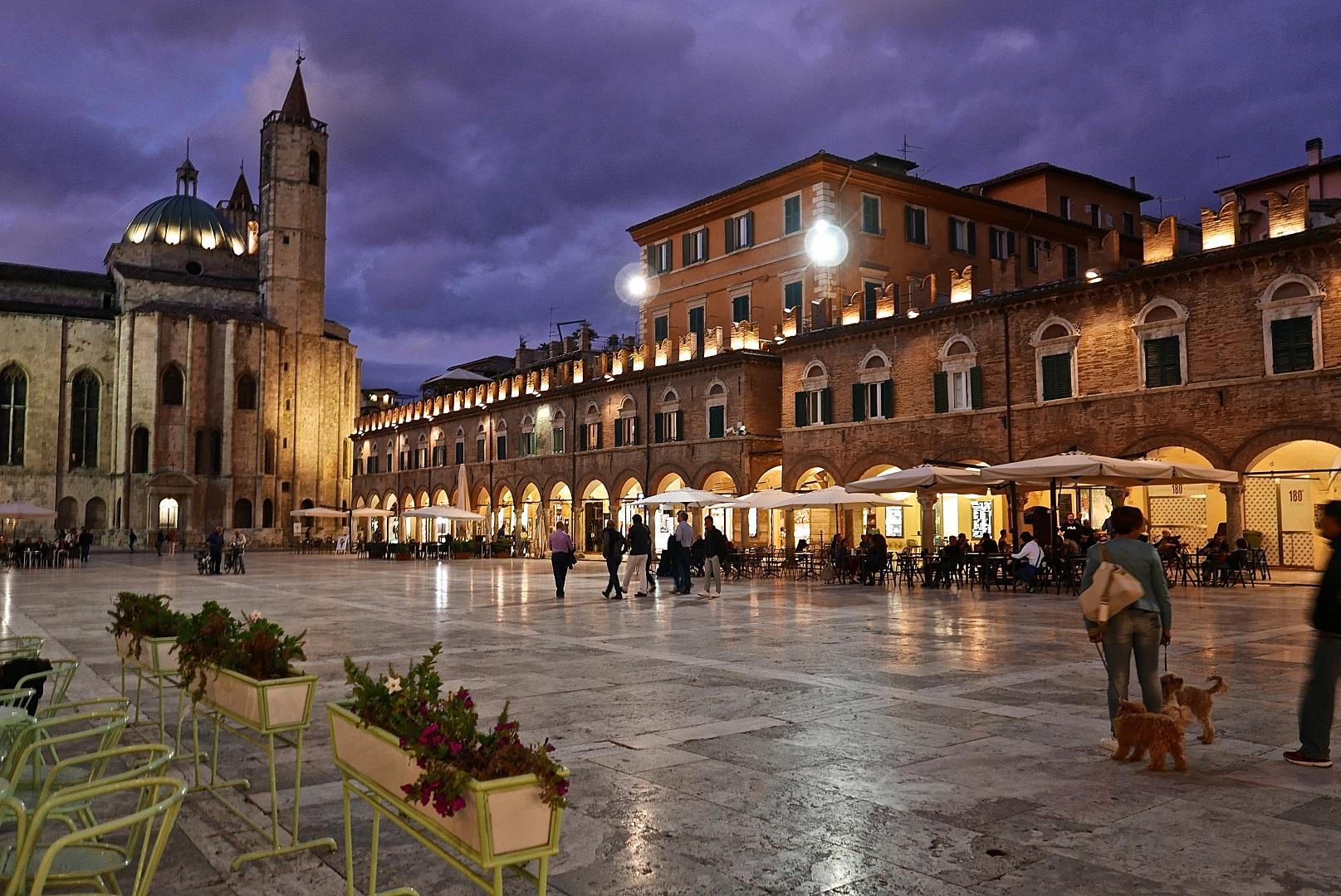 Ascoli Piceno piazza | Photo: Michael Webb